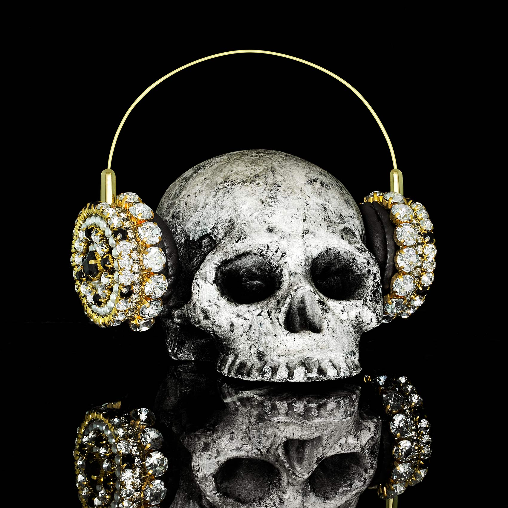 Skull-Headphones-Eric-Garcia-March